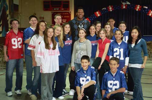 St. Agnes students meet New York Giant Michael Strahan