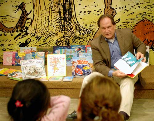 Union County Freeholder Rick Proctor reads to children
