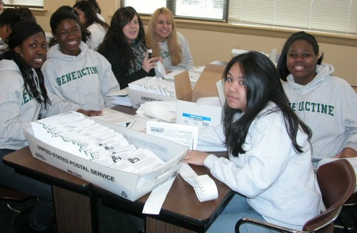 students-volunteer-at-food-bank-0307091